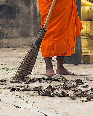 Buddha-Weekly-Sweeping-temple-monk-medit