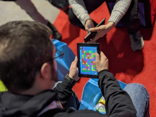 Player enjoying Collapsus at IndieMEGABOOTH 2020