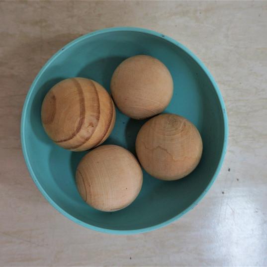 Aquarela Espaço Infantil: esferas de madeira