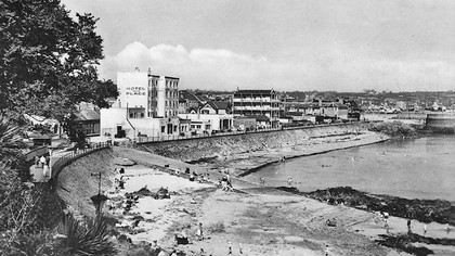La Plage Hotel and Promenade,1950s  Courtesy of The Island Wiki https://www.theislandwiki.org
