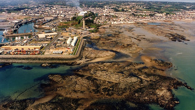 La Collette and Havre des Pas,1994 Although earlier reclamation is in place, the offshore reefs are largely untouched as yet. (Photo Glenn Rankine)