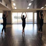 adult ballet dancers