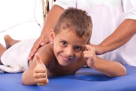 О пользе общего массажа для детей и взрослых.