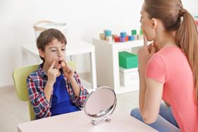 Кто такой логопед-дефектолог и когда ребенку нужна его помощь?