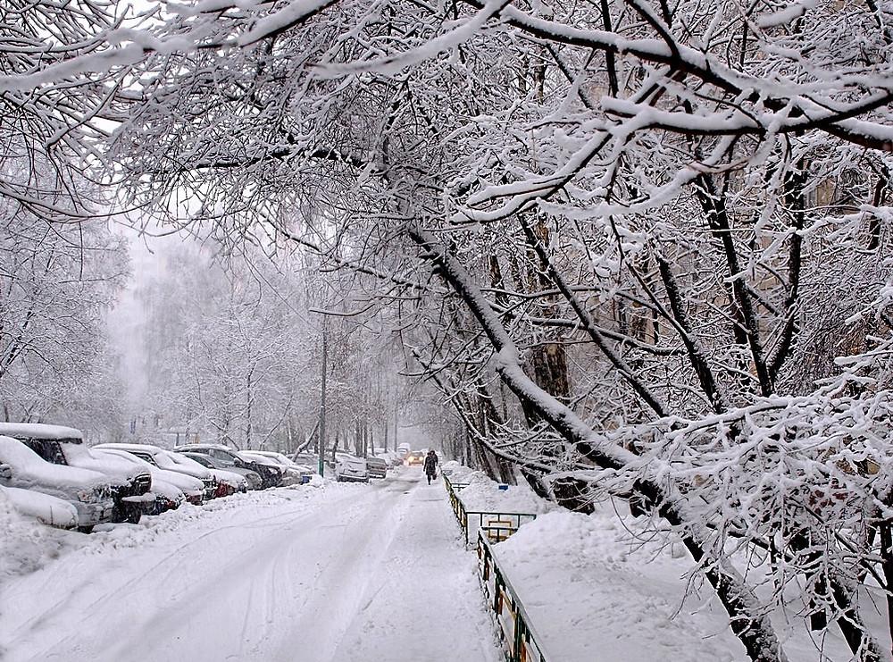 улицы Саратова засыпаны снегом))