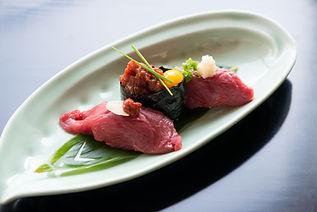 新鮮だからできる馬肉寿司と馬肉ユッケの軍艦巻き