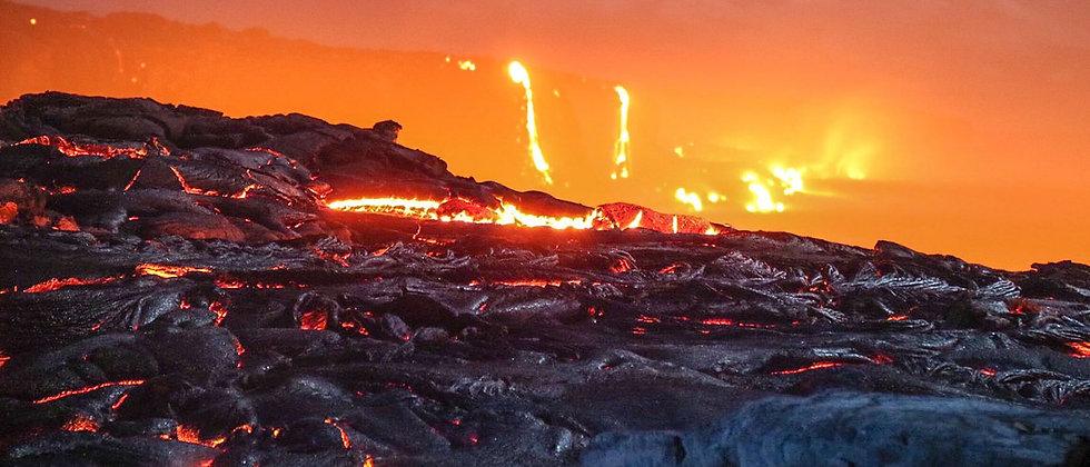 火山熔岩和彩虹瀑布一日遊
