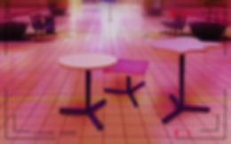 tables dans cnetre commercial.jpg