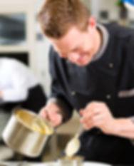 Glimlachende chef-kok