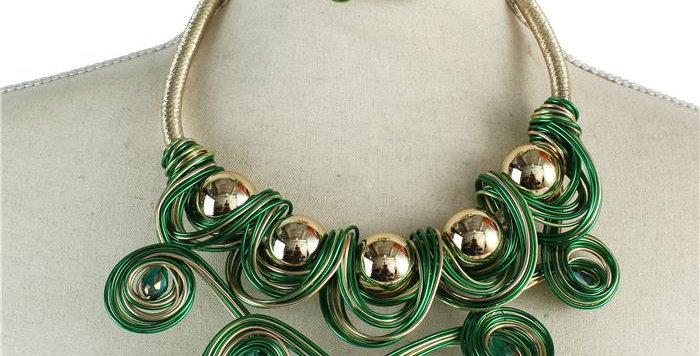 Green wire necklace