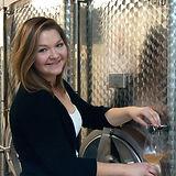 Bachelor Karina Sieben Tochter Winzerin Winemaker Weinkeller Edelstahlfass