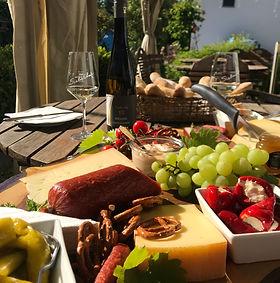 Bretteljause Wurst- und Käseplatte Wein Riesling