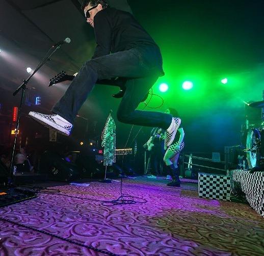 The M80s cover Van Halen hit Jump