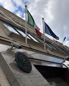 """LONDRA - Passaporti e non solo. Il Consolato generale a Londra pubblica oggi il resoconto dei servizi consolari svolti ad aprile, mese in cui è stato anche riattivato lo """"Sportello Settled Status"""", dedicato a chi ha bisogno di assistenza per completare la domanda richiesta dalle Autorità britanniche nel quadro del sistema di regolamento UE."""