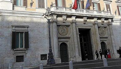 Il sottosegretario agli Esteri Ricardo Merlo risponde ad un'interrogazione di Massimo Ungaro