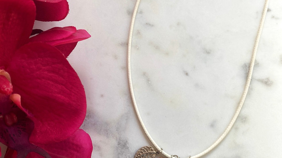 Leaf you up! Leather necklace