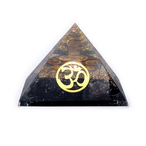 Pyramide Orgonite chakra  Tourmaline noire avec Om