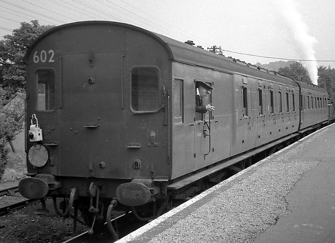 Set 602 at Oxted summer 63.jpg