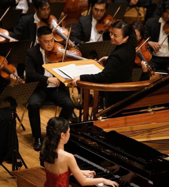 Stephanie Onggowinoto with conductor Rebecca Tong