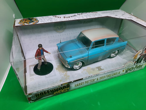 Harry Potter and Ford Anglia