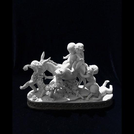 Скульптурная композиция «Путти, катающиеся на осле»