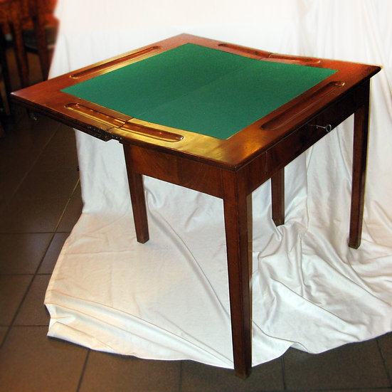 Стол для карточной и шахматной игры