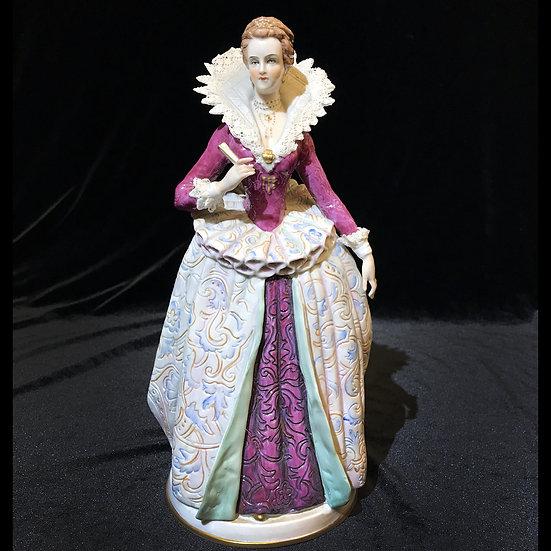 """Фигурка """"Дама в костюме времён Анри IV"""""""
