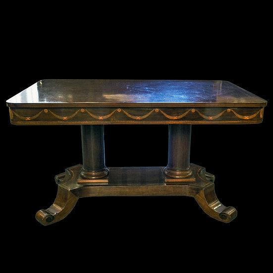 Стол прямоугольный с закруглёнными углами; с наборными гирляндами на царге на ко