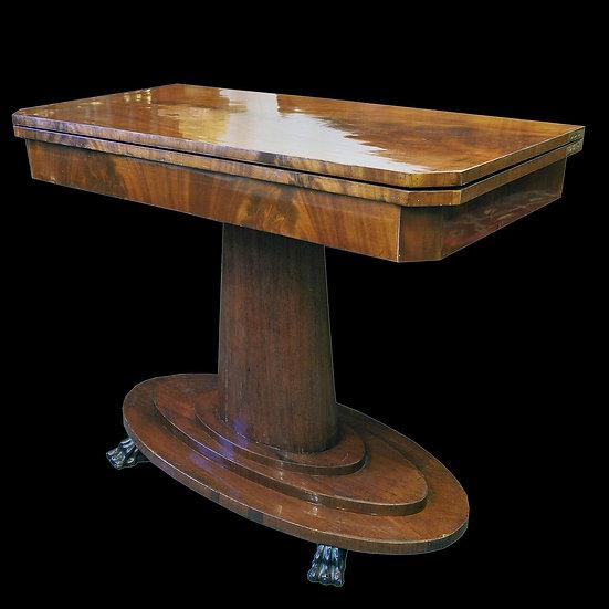Стол ломберный на овальной ноге, со скошенными уголками