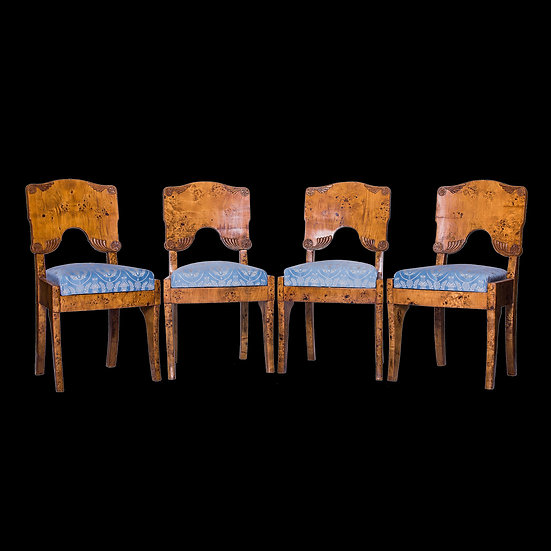 Комплект из четырех стульев и двух кресел