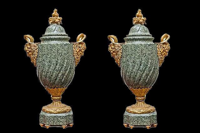 Парные декоративные вазы