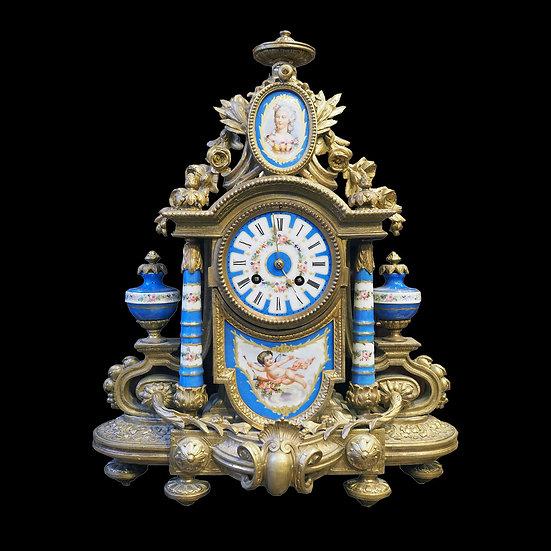 Часы каминные с овальным медальоном