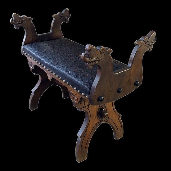 Банкетка в русском стиле с волчьими головами