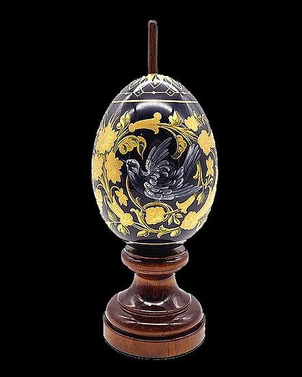 Пасхальное яйцо с изображением птиц и цветов