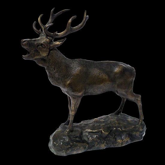 Скульптура «Трубящий олень»