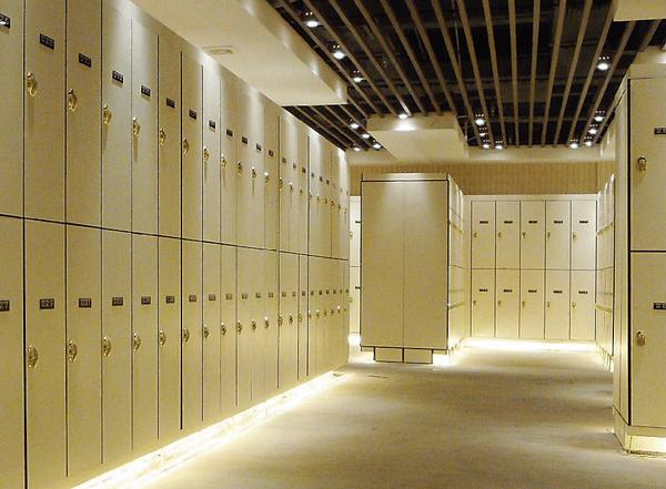 HPL Locker - innovating decorative boards