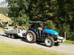 Alpabzug mit Traktor