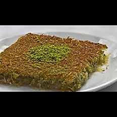 Kadayıf qaymaqlı / Kadayif with cream (Turkish dessert)