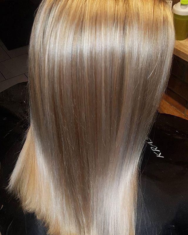 Zesvětlované blond vlásky jsou nejnáročn