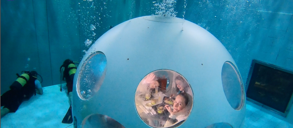 Deep Dining at Nemo 33 in an Underwater Restaurant