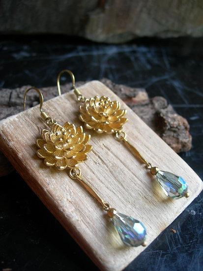 Water lily earrings.Green