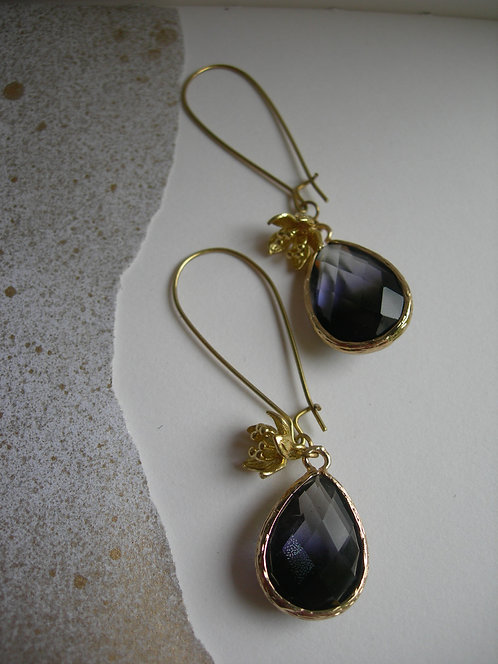Plum earrings.Black and clear