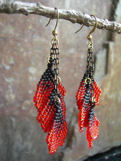 3 Petals earrings. Red