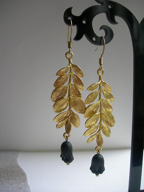 Laurel earrings. Black
