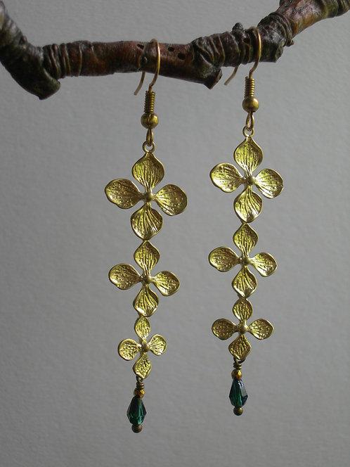 Garland earrings. Emerald and purple