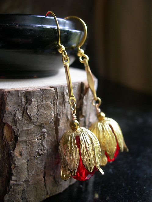 Golden Tulip earrings. Red