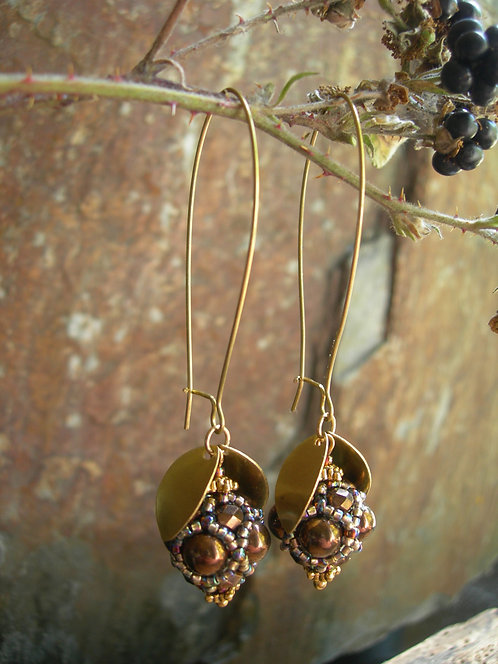 Wildberry earrings. Bronze