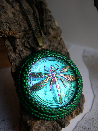 Dragonfly pendant. Green