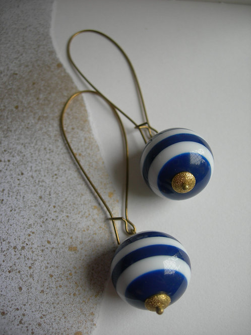 Long Orb earrings. White and Navy