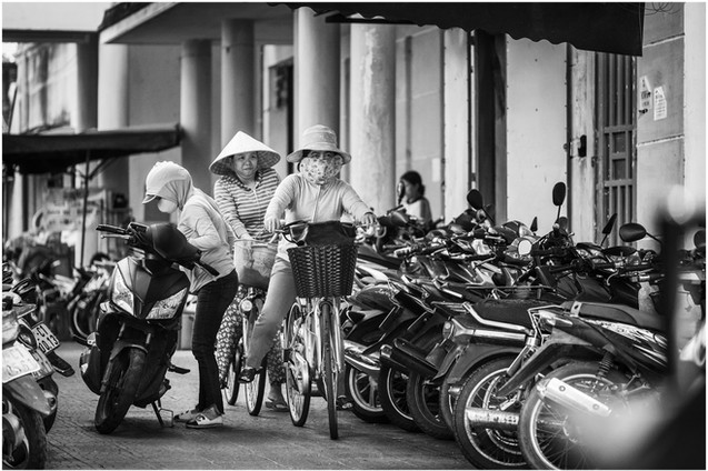 Vietnamese girls on bikes at market